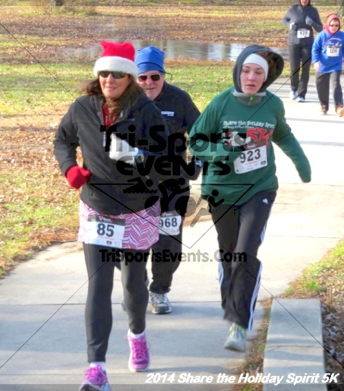 Share the Holiday Spirit 5K Run/Walk<br><br><br><br><a href='http://www.trisportsevents.com/pics/14_Holiday_Spirit_5K_038.JPG' download='14_Holiday_Spirit_5K_038.JPG'>Click here to download.</a><Br><a href='http://www.facebook.com/sharer.php?u=http:%2F%2Fwww.trisportsevents.com%2Fpics%2F14_Holiday_Spirit_5K_038.JPG&t=Share the Holiday Spirit 5K Run/Walk' target='_blank'><img src='images/fb_share.png' width='100'></a>