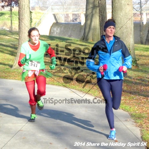 Share the Holiday Spirit 5K Run/Walk<br><br><br><br><a href='http://www.trisportsevents.com/pics/14_Holiday_Spirit_5K_159.JPG' download='14_Holiday_Spirit_5K_159.JPG'>Click here to download.</a><Br><a href='http://www.facebook.com/sharer.php?u=http:%2F%2Fwww.trisportsevents.com%2Fpics%2F14_Holiday_Spirit_5K_159.JPG&t=Share the Holiday Spirit 5K Run/Walk' target='_blank'><img src='images/fb_share.png' width='100'></a>