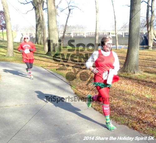 Share the Holiday Spirit 5K Run/Walk<br><br><br><br><a href='http://www.trisportsevents.com/pics/14_Holiday_Spirit_5K_189.JPG' download='14_Holiday_Spirit_5K_189.JPG'>Click here to download.</a><Br><a href='http://www.facebook.com/sharer.php?u=http:%2F%2Fwww.trisportsevents.com%2Fpics%2F14_Holiday_Spirit_5K_189.JPG&t=Share the Holiday Spirit 5K Run/Walk' target='_blank'><img src='images/fb_share.png' width='100'></a>