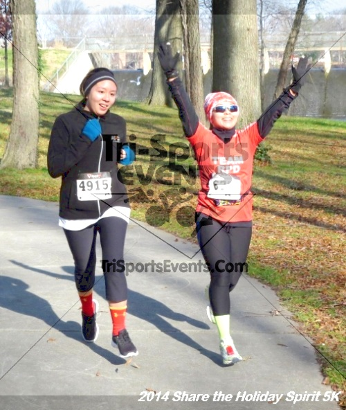 Share the Holiday Spirit 5K Run/Walk<br><br><br><br><a href='http://www.trisportsevents.com/pics/14_Holiday_Spirit_5K_201.JPG' download='14_Holiday_Spirit_5K_201.JPG'>Click here to download.</a><Br><a href='http://www.facebook.com/sharer.php?u=http:%2F%2Fwww.trisportsevents.com%2Fpics%2F14_Holiday_Spirit_5K_201.JPG&t=Share the Holiday Spirit 5K Run/Walk' target='_blank'><img src='images/fb_share.png' width='100'></a>