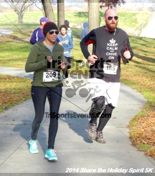 Share the Holiday Spirit 5K Run/Walk<br><br><br><br><a href='http://www.trisportsevents.com/pics/14_Holiday_Spirit_5K_208.JPG' download='14_Holiday_Spirit_5K_208.JPG'>Click here to download.</a><Br><a href='http://www.facebook.com/sharer.php?u=http:%2F%2Fwww.trisportsevents.com%2Fpics%2F14_Holiday_Spirit_5K_208.JPG&t=Share the Holiday Spirit 5K Run/Walk' target='_blank'><img src='images/fb_share.png' width='100'></a>