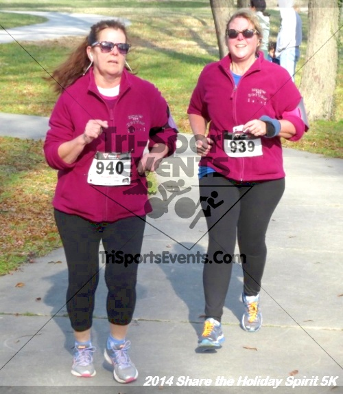 Share the Holiday Spirit 5K Run/Walk<br><br><br><br><a href='http://www.trisportsevents.com/pics/14_Holiday_Spirit_5K_213.JPG' download='14_Holiday_Spirit_5K_213.JPG'>Click here to download.</a><Br><a href='http://www.facebook.com/sharer.php?u=http:%2F%2Fwww.trisportsevents.com%2Fpics%2F14_Holiday_Spirit_5K_213.JPG&t=Share the Holiday Spirit 5K Run/Walk' target='_blank'><img src='images/fb_share.png' width='100'></a>
