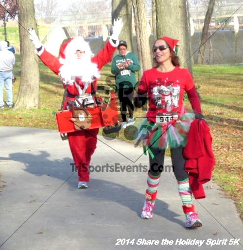 Share the Holiday Spirit 5K Run/Walk<br><br><br><br><a href='http://www.trisportsevents.com/pics/14_Holiday_Spirit_5K_224.JPG' download='14_Holiday_Spirit_5K_224.JPG'>Click here to download.</a><Br><a href='http://www.facebook.com/sharer.php?u=http:%2F%2Fwww.trisportsevents.com%2Fpics%2F14_Holiday_Spirit_5K_224.JPG&t=Share the Holiday Spirit 5K Run/Walk' target='_blank'><img src='images/fb_share.png' width='100'></a>
