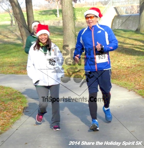 Share the Holiday Spirit 5K Run/Walk<br><br><br><br><a href='http://www.trisportsevents.com/pics/14_Holiday_Spirit_5K_238.JPG' download='14_Holiday_Spirit_5K_238.JPG'>Click here to download.</a><Br><a href='http://www.facebook.com/sharer.php?u=http:%2F%2Fwww.trisportsevents.com%2Fpics%2F14_Holiday_Spirit_5K_238.JPG&t=Share the Holiday Spirit 5K Run/Walk' target='_blank'><img src='images/fb_share.png' width='100'></a>