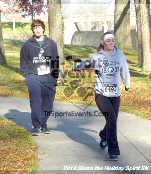 Share the Holiday Spirit 5K Run/Walk<br><br><br><br><a href='http://www.trisportsevents.com/pics/14_Holiday_Spirit_5K_240.JPG' download='14_Holiday_Spirit_5K_240.JPG'>Click here to download.</a><Br><a href='http://www.facebook.com/sharer.php?u=http:%2F%2Fwww.trisportsevents.com%2Fpics%2F14_Holiday_Spirit_5K_240.JPG&t=Share the Holiday Spirit 5K Run/Walk' target='_blank'><img src='images/fb_share.png' width='100'></a>