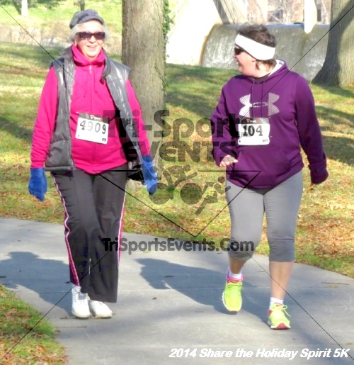 Share the Holiday Spirit 5K Run/Walk<br><br><br><br><a href='http://www.trisportsevents.com/pics/14_Holiday_Spirit_5K_241.JPG' download='14_Holiday_Spirit_5K_241.JPG'>Click here to download.</a><Br><a href='http://www.facebook.com/sharer.php?u=http:%2F%2Fwww.trisportsevents.com%2Fpics%2F14_Holiday_Spirit_5K_241.JPG&t=Share the Holiday Spirit 5K Run/Walk' target='_blank'><img src='images/fb_share.png' width='100'></a>