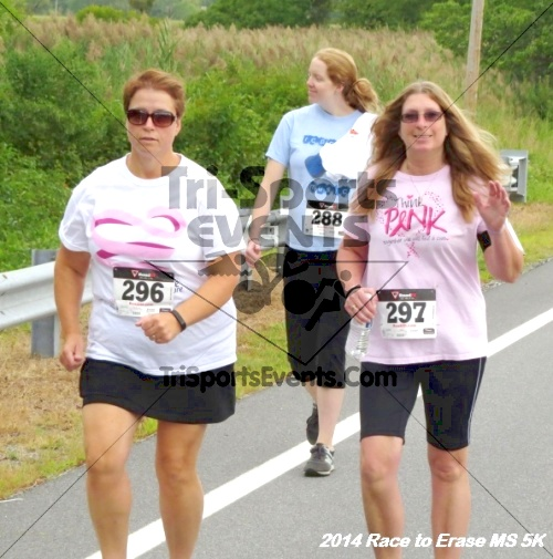 Race to Erase MS 5K Run/Walk<br><br><br><br><a href='https://www.trisportsevents.com/pics/14_Race_to_Erase_MS_5K_043.JPG' download='14_Race_to_Erase_MS_5K_043.JPG'>Click here to download.</a><Br><a href='http://www.facebook.com/sharer.php?u=http:%2F%2Fwww.trisportsevents.com%2Fpics%2F14_Race_to_Erase_MS_5K_043.JPG&t=Race to Erase MS 5K Run/Walk' target='_blank'><img src='images/fb_share.png' width='100'></a>