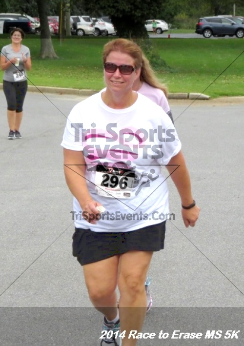 Race to Erase MS 5K Run/Walk<br><br><br><br><a href='http://www.trisportsevents.com/pics/14_Race_to_Erase_MS_5K_117.JPG' download='14_Race_to_Erase_MS_5K_117.JPG'>Click here to download.</a><Br><a href='http://www.facebook.com/sharer.php?u=http:%2F%2Fwww.trisportsevents.com%2Fpics%2F14_Race_to_Erase_MS_5K_117.JPG&t=Race to Erase MS 5K Run/Walk' target='_blank'><img src='images/fb_share.png' width='100'></a>