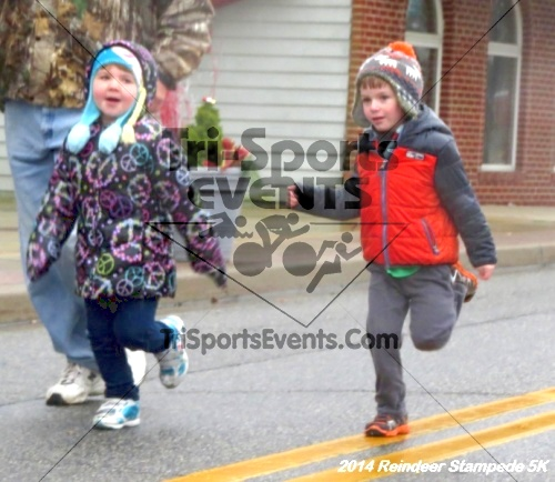 Rock Hall Reindeer Stampede 5K Run/Walk<br><br><br><br><a href='http://www.trisportsevents.com/pics/14_Reindeer_Stampede_5K_010.JPG' download='14_Reindeer_Stampede_5K_010.JPG'>Click here to download.</a><Br><a href='http://www.facebook.com/sharer.php?u=http:%2F%2Fwww.trisportsevents.com%2Fpics%2F14_Reindeer_Stampede_5K_010.JPG&t=Rock Hall Reindeer Stampede 5K Run/Walk' target='_blank'><img src='images/fb_share.png' width='100'></a>