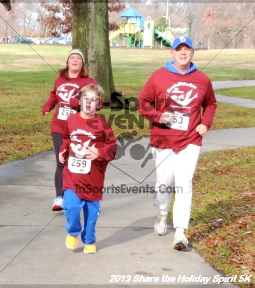 Share the Holiday Spirit 5K<br><br><br><br><a href='http://www.trisportsevents.com/pics/153.JPG' download='153.JPG'>Click here to download.</a><Br><a href='http://www.facebook.com/sharer.php?u=http:%2F%2Fwww.trisportsevents.com%2Fpics%2F153.JPG&t=Share the Holiday Spirit 5K' target='_blank'><img src='images/fb_share.png' width='100'></a>