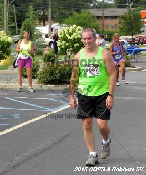 COPS & Robbers 5K Run/Walk<br><br><br><br><a href='http://www.trisportsevents.com/pics/15_COPS_&_Robbers_5K_214.JPG' download='15_COPS_&_Robbers_5K_214.JPG'>Click here to download.</a><Br><a href='http://www.facebook.com/sharer.php?u=http:%2F%2Fwww.trisportsevents.com%2Fpics%2F15_COPS_&_Robbers_5K_214.JPG&t=COPS & Robbers 5K Run/Walk' target='_blank'><img src='images/fb_share.png' width='100'></a>