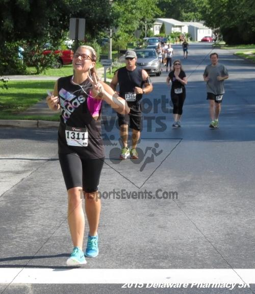 Delaware Pharmacy 5K - In Memory of Don Holst<br><br><br><br><a href='https://www.trisportsevents.com/pics/15_Delaware_Pharmacy_5K_042.JPG' download='15_Delaware_Pharmacy_5K_042.JPG'>Click here to download.</a><Br><a href='http://www.facebook.com/sharer.php?u=http:%2F%2Fwww.trisportsevents.com%2Fpics%2F15_Delaware_Pharmacy_5K_042.JPG&t=Delaware Pharmacy 5K - In Memory of Don Holst' target='_blank'><img src='images/fb_share.png' width='100'></a>