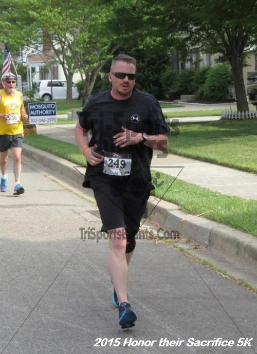 Honor Their Sacrifice 5K<br><br><br><br><a href='http://www.trisportsevents.com/pics/15_Elks_5K_019.JPG' download='15_Elks_5K_019.JPG'>Click here to download.</a><Br><a href='http://www.facebook.com/sharer.php?u=http:%2F%2Fwww.trisportsevents.com%2Fpics%2F15_Elks_5K_019.JPG&t=Honor Their Sacrifice 5K' target='_blank'><img src='images/fb_share.png' width='100'></a>