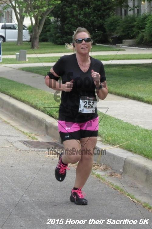 Honor Their Sacrifice 5K<br><br><br><br><a href='http://www.trisportsevents.com/pics/15_Elks_5K_024.JPG' download='15_Elks_5K_024.JPG'>Click here to download.</a><Br><a href='http://www.facebook.com/sharer.php?u=http:%2F%2Fwww.trisportsevents.com%2Fpics%2F15_Elks_5K_024.JPG&t=Honor Their Sacrifice 5K' target='_blank'><img src='images/fb_share.png' width='100'></a>