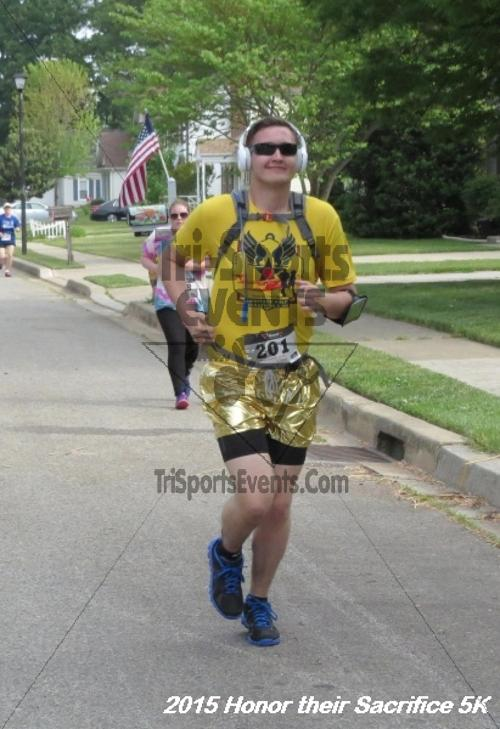 Honor Their Sacrifice 5K<br><br><br><br><a href='http://www.trisportsevents.com/pics/15_Elks_5K_040.JPG' download='15_Elks_5K_040.JPG'>Click here to download.</a><Br><a href='http://www.facebook.com/sharer.php?u=http:%2F%2Fwww.trisportsevents.com%2Fpics%2F15_Elks_5K_040.JPG&t=Honor Their Sacrifice 5K' target='_blank'><img src='images/fb_share.png' width='100'></a>