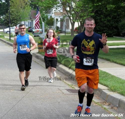 Honor Their Sacrifice 5K<br><br><br><br><a href='http://www.trisportsevents.com/pics/15_Elks_5K_048.JPG' download='15_Elks_5K_048.JPG'>Click here to download.</a><Br><a href='http://www.facebook.com/sharer.php?u=http:%2F%2Fwww.trisportsevents.com%2Fpics%2F15_Elks_5K_048.JPG&t=Honor Their Sacrifice 5K' target='_blank'><img src='images/fb_share.png' width='100'></a>