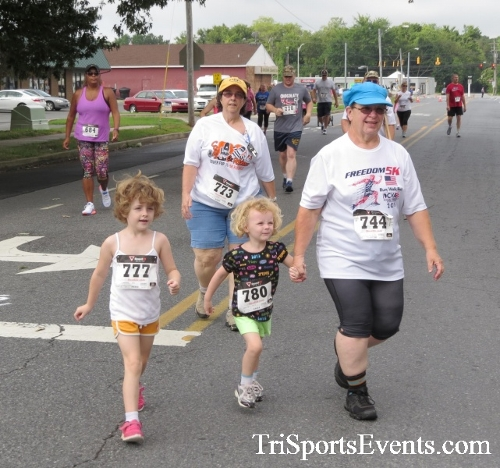 COPS & Robbers 5K Run/Walk<br><br><br><br><a href='https://www.trisportsevents.com/pics/16_COPS_&_Robbers_5K_027.JPG' download='16_COPS_&_Robbers_5K_027.JPG'>Click here to download.</a><Br><a href='http://www.facebook.com/sharer.php?u=http:%2F%2Fwww.trisportsevents.com%2Fpics%2F16_COPS_&_Robbers_5K_027.JPG&t=COPS & Robbers 5K Run/Walk' target='_blank'><img src='images/fb_share.png' width='100'></a>