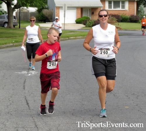 COPS & Robbers 5K Run/Walk<br><br><br><br><a href='https://www.trisportsevents.com/pics/16_COPS_&_Robbers_5K_079.JPG' download='16_COPS_&_Robbers_5K_079.JPG'>Click here to download.</a><Br><a href='http://www.facebook.com/sharer.php?u=http:%2F%2Fwww.trisportsevents.com%2Fpics%2F16_COPS_&_Robbers_5K_079.JPG&t=COPS & Robbers 5K Run/Walk' target='_blank'><img src='images/fb_share.png' width='100'></a>