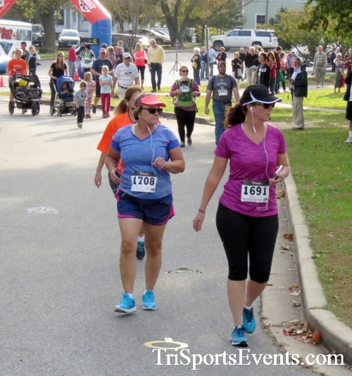Chester River Challenge Half Marathon & 5K<br><br><br><br><a href='https://www.trisportsevents.com/pics/16_Chester_River_Chall;enge_019.JPG' download='16_Chester_River_Chall;enge_019.JPG'>Click here to download.</a><Br><a href='http://www.facebook.com/sharer.php?u=http:%2F%2Fwww.trisportsevents.com%2Fpics%2F16_Chester_River_Chall;enge_019.JPG&t=Chester River Challenge Half Marathon & 5K' target='_blank'><img src='images/fb_share.png' width='100'></a>