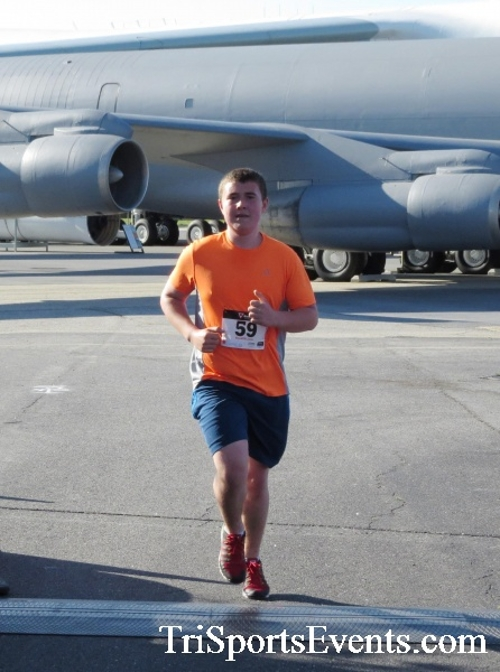 Dover Air Force Base Heritage Half Marathon & 5K<br><br><br><br><a href='http://www.trisportsevents.com/pics/16_DAFB_Half_&_5K_076.JPG' download='16_DAFB_Half_&_5K_076.JPG'>Click here to download.</a><Br><a href='http://www.facebook.com/sharer.php?u=http:%2F%2Fwww.trisportsevents.com%2Fpics%2F16_DAFB_Half_&_5K_076.JPG&t=Dover Air Force Base Heritage Half Marathon & 5K' target='_blank'><img src='images/fb_share.png' width='100'></a>