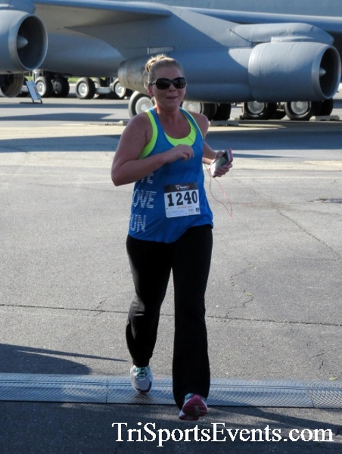 Dover Air Force Base Heritage Half Marathon & 5K<br><br><br><br><a href='http://www.trisportsevents.com/pics/16_DAFB_Half_&_5K_077.JPG' download='16_DAFB_Half_&_5K_077.JPG'>Click here to download.</a><Br><a href='http://www.facebook.com/sharer.php?u=http:%2F%2Fwww.trisportsevents.com%2Fpics%2F16_DAFB_Half_&_5K_077.JPG&t=Dover Air Force Base Heritage Half Marathon & 5K' target='_blank'><img src='images/fb_share.png' width='100'></a>