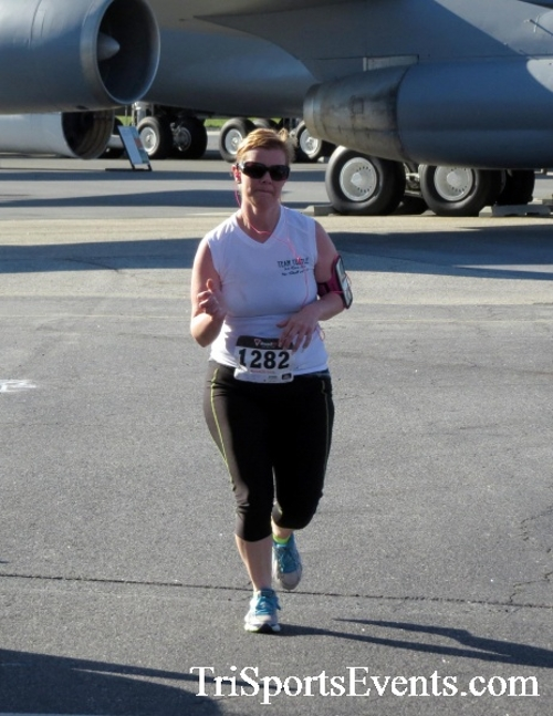 Dover Air Force Base Heritage Half Marathon & 5K<br><br><br><br><a href='http://www.trisportsevents.com/pics/16_DAFB_Half_&_5K_087.JPG' download='16_DAFB_Half_&_5K_087.JPG'>Click here to download.</a><Br><a href='http://www.facebook.com/sharer.php?u=http:%2F%2Fwww.trisportsevents.com%2Fpics%2F16_DAFB_Half_&_5K_087.JPG&t=Dover Air Force Base Heritage Half Marathon & 5K' target='_blank'><img src='images/fb_share.png' width='100'></a>