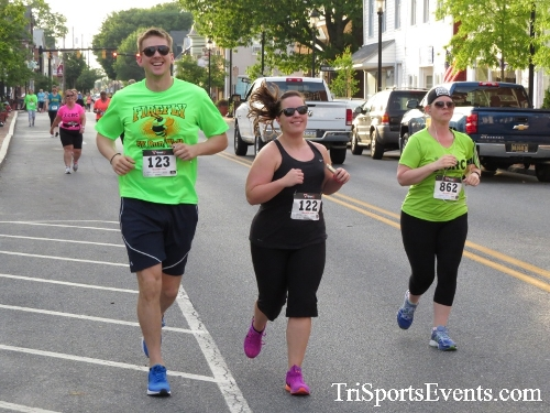 Firefly 5K Run/Walk<br><br><br><br><a href='http://www.trisportsevents.com/pics/16_Firefly_5K_063.JPG' download='16_Firefly_5K_063.JPG'>Click here to download.</a><Br><a href='http://www.facebook.com/sharer.php?u=http:%2F%2Fwww.trisportsevents.com%2Fpics%2F16_Firefly_5K_063.JPG&t=Firefly 5K Run/Walk' target='_blank'><img src='images/fb_share.png' width='100'></a>