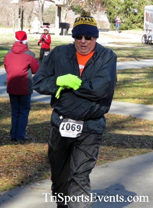 Share the Holiday Spirit 5K Run/Walk<br><br><br><br><a href='http://www.trisportsevents.com/pics/16_Holiday_Spirit_5K_171.JPG' download='16_Holiday_Spirit_5K_171.JPG'>Click here to download.</a><Br><a href='http://www.facebook.com/sharer.php?u=http:%2F%2Fwww.trisportsevents.com%2Fpics%2F16_Holiday_Spirit_5K_171.JPG&t=Share the Holiday Spirit 5K Run/Walk' target='_blank'><img src='images/fb_share.png' width='100'></a>