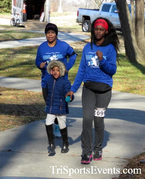 Share the Holiday Spirit 5K Run/Walk<br><br><br><br><a href='http://www.trisportsevents.com/pics/16_Holiday_Spirit_5K_195.JPG' download='16_Holiday_Spirit_5K_195.JPG'>Click here to download.</a><Br><a href='http://www.facebook.com/sharer.php?u=http:%2F%2Fwww.trisportsevents.com%2Fpics%2F16_Holiday_Spirit_5K_195.JPG&t=Share the Holiday Spirit 5K Run/Walk' target='_blank'><img src='images/fb_share.png' width='100'></a>