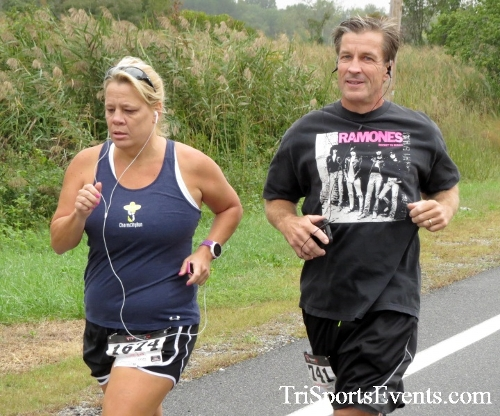Queen of the Roses 5K Run/Walk<br><br><br><br><a href='https://www.trisportsevents.com/pics/16_Queen_of_Roses_5K_026.JPG' download='16_Queen_of_Roses_5K_026.JPG'>Click here to download.</a><Br><a href='http://www.facebook.com/sharer.php?u=http:%2F%2Fwww.trisportsevents.com%2Fpics%2F16_Queen_of_Roses_5K_026.JPG&t=Queen of the Roses 5K Run/Walk' target='_blank'><img src='images/fb_share.png' width='100'></a>