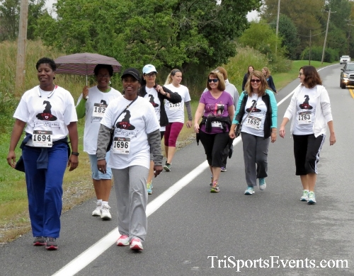 Queen of the Roses 5K Run/Walk<br><br><br><br><a href='http://www.trisportsevents.com/pics/16_Queen_of_Roses_5K_058.JPG' download='16_Queen_of_Roses_5K_058.JPG'>Click here to download.</a><Br><a href='http://www.facebook.com/sharer.php?u=http:%2F%2Fwww.trisportsevents.com%2Fpics%2F16_Queen_of_Roses_5K_058.JPG&t=Queen of the Roses 5K Run/Walk' target='_blank'><img src='images/fb_share.png' width='100'></a>