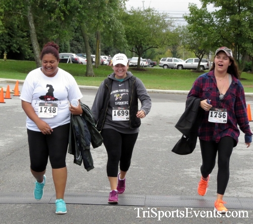Queen of the Roses 5K Run/Walk<br><br><br><br><a href='http://www.trisportsevents.com/pics/16_Queen_of_Roses_5K_170.JPG' download='16_Queen_of_Roses_5K_170.JPG'>Click here to download.</a><Br><a href='http://www.facebook.com/sharer.php?u=http:%2F%2Fwww.trisportsevents.com%2Fpics%2F16_Queen_of_Roses_5K_170.JPG&t=Queen of the Roses 5K Run/Walk' target='_blank'><img src='images/fb_share.png' width='100'></a>