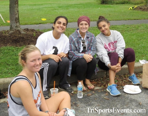 Queen of the Roses 5K Run/Walk<br><br><br><br><a href='http://www.trisportsevents.com/pics/16_Queen_of_Roses_5K_187.JPG' download='16_Queen_of_Roses_5K_187.JPG'>Click here to download.</a><Br><a href='http://www.facebook.com/sharer.php?u=http:%2F%2Fwww.trisportsevents.com%2Fpics%2F16_Queen_of_Roses_5K_187.JPG&t=Queen of the Roses 5K Run/Walk' target='_blank'><img src='images/fb_share.png' width='100'></a>