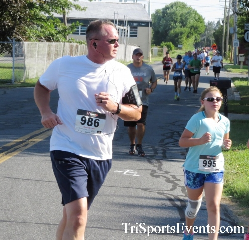 Running Hot - Clayton Fire Company 5K Run/Walk<br><br><br><br><a href='http://www.trisportsevents.com/pics/16_Running_Hot_5K_064.JPG' download='16_Running_Hot_5K_064.JPG'>Click here to download.</a><Br><a href='http://www.facebook.com/sharer.php?u=http:%2F%2Fwww.trisportsevents.com%2Fpics%2F16_Running_Hot_5K_064.JPG&t=Running Hot - Clayton Fire Company 5K Run/Walk' target='_blank'><img src='images/fb_share.png' width='100'></a>