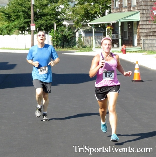 Running Hot - Clayton Fire Company 5K Run/Walk<br><br><br><br><a href='https://www.trisportsevents.com/pics/16_Running_Hot_5K_115.JPG' download='16_Running_Hot_5K_115.JPG'>Click here to download.</a><Br><a href='http://www.facebook.com/sharer.php?u=http:%2F%2Fwww.trisportsevents.com%2Fpics%2F16_Running_Hot_5K_115.JPG&t=Running Hot - Clayton Fire Company 5K Run/Walk' target='_blank'><img src='images/fb_share.png' width='100'></a>