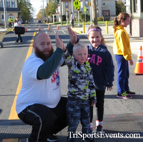 Ryan's High Five 5K Run/Walk<br><br><br><br><a href='https://www.trisportsevents.com/pics/16_Ryan's_High_Five_5K_046.JPG' download='16_Ryan's_High_Five_5K_046.JPG'>Click here to download.</a><Br><a href='http://www.facebook.com/sharer.php?u=http:%2F%2Fwww.trisportsevents.com%2Fpics%2F16_Ryan's_High_Five_5K_046.JPG&t=Ryan's High Five 5K Run/Walk' target='_blank'><img src='images/fb_share.png' width='100'></a>