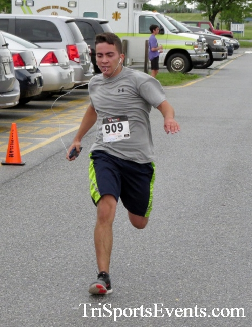 Rayn's Race 5K Run/Walk<br><br><br><br><a href='https://www.trisportsevents.com/pics/16_Ryan's_Race_5K_137.JPG' download='16_Ryan's_Race_5K_137.JPG'>Click here to download.</a><Br><a href='http://www.facebook.com/sharer.php?u=http:%2F%2Fwww.trisportsevents.com%2Fpics%2F16_Ryan's_Race_5K_137.JPG&t=Rayn's Race 5K Run/Walk' target='_blank'><img src='images/fb_share.png' width='100'></a>