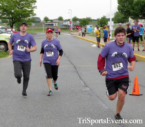 Rayn's Race 5K Run/Walk<br><br><br><br><a href='http://www.trisportsevents.com/pics/16_Ryan's_Race_5K_191.JPG' download='16_Ryan's_Race_5K_191.JPG'>Click here to download.</a><Br><a href='http://www.facebook.com/sharer.php?u=http:%2F%2Fwww.trisportsevents.com%2Fpics%2F16_Ryan's_Race_5K_191.JPG&t=Rayn's Race 5K Run/Walk' target='_blank'><img src='images/fb_share.png' width='100'></a>