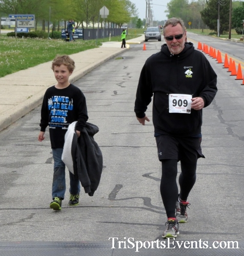 Safe Kids 5K Run/Walk<br><br><br><br><a href='https://www.trisportsevents.com/pics/16_Safe_Kids_5K_095.JPG' download='16_Safe_Kids_5K_095.JPG'>Click here to download.</a><Br><a href='http://www.facebook.com/sharer.php?u=http:%2F%2Fwww.trisportsevents.com%2Fpics%2F16_Safe_Kids_5K_095.JPG&t=Safe Kids 5K Run/Walk' target='_blank'><img src='images/fb_share.png' width='100'></a>