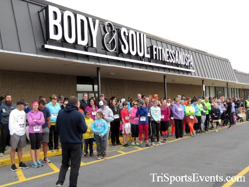 Turkey Trot 5K Run/Wak<br><br><br><br><a href='http://www.trisportsevents.com/pics/16_Turkey_Trot_5K_008.JPG' download='16_Turkey_Trot_5K_008.JPG'>Click here to download.</a><Br><a href='http://www.facebook.com/sharer.php?u=http:%2F%2Fwww.trisportsevents.com%2Fpics%2F16_Turkey_Trot_5K_008.JPG&t=Turkey Trot 5K Run/Wak' target='_blank'><img src='images/fb_share.png' width='100'></a>