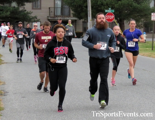 Turkey Trot 5K Run/Wak<br><br><br><br><a href='https://www.trisportsevents.com/pics/16_Turkey_Trot_5K_028.JPG' download='16_Turkey_Trot_5K_028.JPG'>Click here to download.</a><Br><a href='http://www.facebook.com/sharer.php?u=http:%2F%2Fwww.trisportsevents.com%2Fpics%2F16_Turkey_Trot_5K_028.JPG&t=Turkey Trot 5K Run/Wak' target='_blank'><img src='images/fb_share.png' width='100'></a>