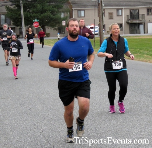 Turkey Trot 5K Run/Wak<br><br><br><br><a href='https://www.trisportsevents.com/pics/16_Turkey_Trot_5K_039.JPG' download='16_Turkey_Trot_5K_039.JPG'>Click here to download.</a><Br><a href='http://www.facebook.com/sharer.php?u=http:%2F%2Fwww.trisportsevents.com%2Fpics%2F16_Turkey_Trot_5K_039.JPG&t=Turkey Trot 5K Run/Wak' target='_blank'><img src='images/fb_share.png' width='100'></a>