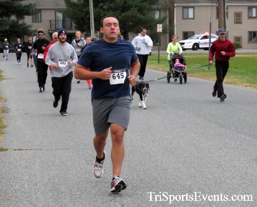 Turkey Trot 5K Run/Wak<br><br><br><br><a href='https://www.trisportsevents.com/pics/16_Turkey_Trot_5K_043.JPG' download='16_Turkey_Trot_5K_043.JPG'>Click here to download.</a><Br><a href='http://www.facebook.com/sharer.php?u=http:%2F%2Fwww.trisportsevents.com%2Fpics%2F16_Turkey_Trot_5K_043.JPG&t=Turkey Trot 5K Run/Wak' target='_blank'><img src='images/fb_share.png' width='100'></a>
