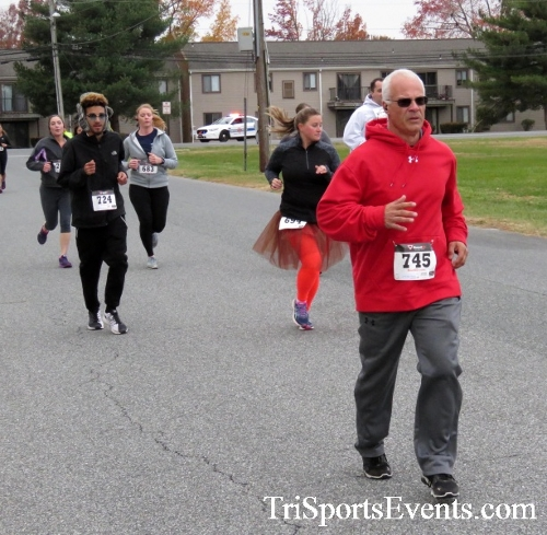 Turkey Trot 5K Run/Wak<br><br><br><br><a href='http://www.trisportsevents.com/pics/16_Turkey_Trot_5K_045.JPG' download='16_Turkey_Trot_5K_045.JPG'>Click here to download.</a><Br><a href='http://www.facebook.com/sharer.php?u=http:%2F%2Fwww.trisportsevents.com%2Fpics%2F16_Turkey_Trot_5K_045.JPG&t=Turkey Trot 5K Run/Wak' target='_blank'><img src='images/fb_share.png' width='100'></a>