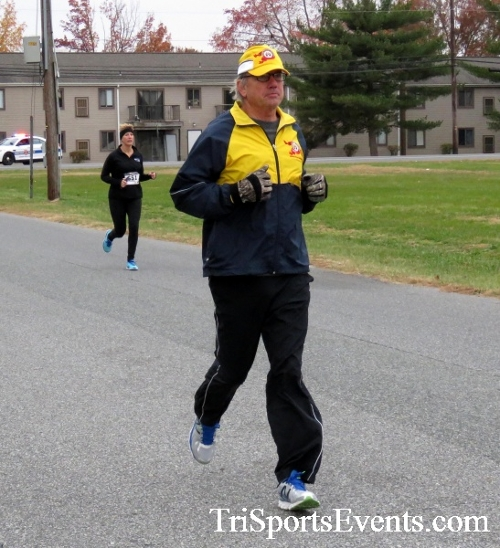 Turkey Trot 5K Run/Wak<br><br><br><br><a href='https://www.trisportsevents.com/pics/16_Turkey_Trot_5K_054.JPG' download='16_Turkey_Trot_5K_054.JPG'>Click here to download.</a><Br><a href='http://www.facebook.com/sharer.php?u=http:%2F%2Fwww.trisportsevents.com%2Fpics%2F16_Turkey_Trot_5K_054.JPG&t=Turkey Trot 5K Run/Wak' target='_blank'><img src='images/fb_share.png' width='100'></a>