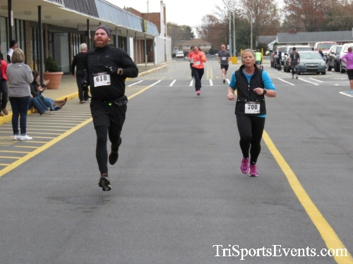 Turkey Trot 5K Run/Wak<br><br><br><br><a href='http://www.trisportsevents.com/pics/16_Turkey_Trot_5K_151.JPG' download='16_Turkey_Trot_5K_151.JPG'>Click here to download.</a><Br><a href='http://www.facebook.com/sharer.php?u=http:%2F%2Fwww.trisportsevents.com%2Fpics%2F16_Turkey_Trot_5K_151.JPG&t=Turkey Trot 5K Run/Wak' target='_blank'><img src='images/fb_share.png' width='100'></a>