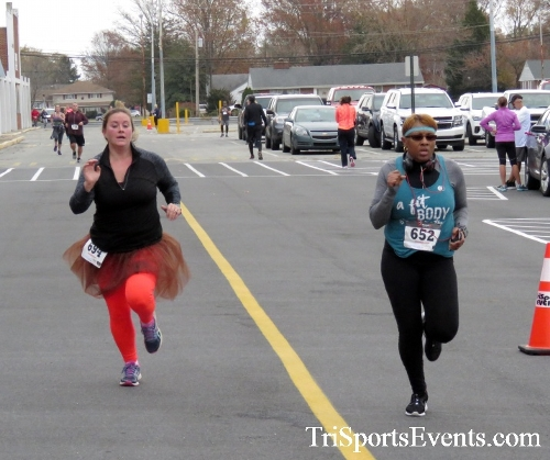Turkey Trot 5K Run/Wak<br><br><br><br><a href='https://www.trisportsevents.com/pics/16_Turkey_Trot_5K_157.JPG' download='16_Turkey_Trot_5K_157.JPG'>Click here to download.</a><Br><a href='http://www.facebook.com/sharer.php?u=http:%2F%2Fwww.trisportsevents.com%2Fpics%2F16_Turkey_Trot_5K_157.JPG&t=Turkey Trot 5K Run/Wak' target='_blank'><img src='images/fb_share.png' width='100'></a>