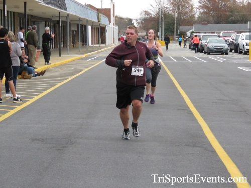Turkey Trot 5K Run/Wak<br><br><br><br><a href='https://www.trisportsevents.com/pics/16_Turkey_Trot_5K_158.JPG' download='16_Turkey_Trot_5K_158.JPG'>Click here to download.</a><Br><a href='http://www.facebook.com/sharer.php?u=http:%2F%2Fwww.trisportsevents.com%2Fpics%2F16_Turkey_Trot_5K_158.JPG&t=Turkey Trot 5K Run/Wak' target='_blank'><img src='images/fb_share.png' width='100'></a>