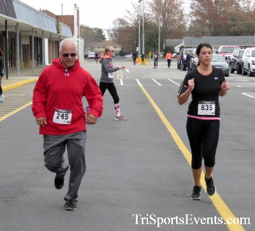 Turkey Trot 5K Run/Wak<br><br><br><br><a href='https://www.trisportsevents.com/pics/16_Turkey_Trot_5K_165.JPG' download='16_Turkey_Trot_5K_165.JPG'>Click here to download.</a><Br><a href='http://www.facebook.com/sharer.php?u=http:%2F%2Fwww.trisportsevents.com%2Fpics%2F16_Turkey_Trot_5K_165.JPG&t=Turkey Trot 5K Run/Wak' target='_blank'><img src='images/fb_share.png' width='100'></a>