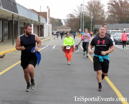 Turkey Trot 5K Run/Wak<br><br><br><br><a href='https://www.trisportsevents.com/pics/16_Turkey_Trot_5K_167.JPG' download='16_Turkey_Trot_5K_167.JPG'>Click here to download.</a><Br><a href='http://www.facebook.com/sharer.php?u=http:%2F%2Fwww.trisportsevents.com%2Fpics%2F16_Turkey_Trot_5K_167.JPG&t=Turkey Trot 5K Run/Wak' target='_blank'><img src='images/fb_share.png' width='100'></a>